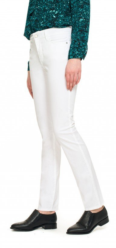Slim straight in white fine line twill
